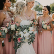 bride and bridesmaids - Eensgezind