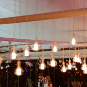hanging decor, naked bulbs - Vrede en Lust