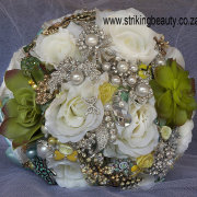 brooch bouquet, green