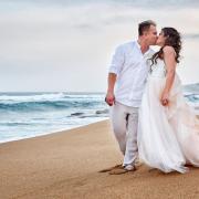 beach wedding, bride, groom, kiss