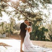 bride and groom, bride and groom, bride and groom, kiss, kiss, kiss