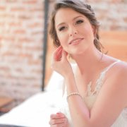 bride, getting ready, hair, makeup, makeup