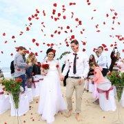 beach wedding, confetti, red petals
