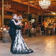 first dance, kiss