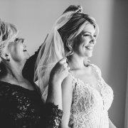 bride, getting ready, veil