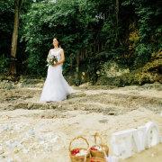 beach wedding, bouquet, bride