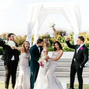 bridal party, kiss, kiss, kiss